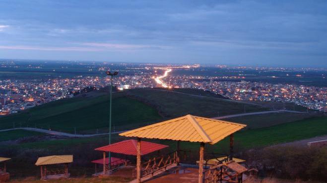 پارک و تفرجگاه زیتون تپه آزادشهر