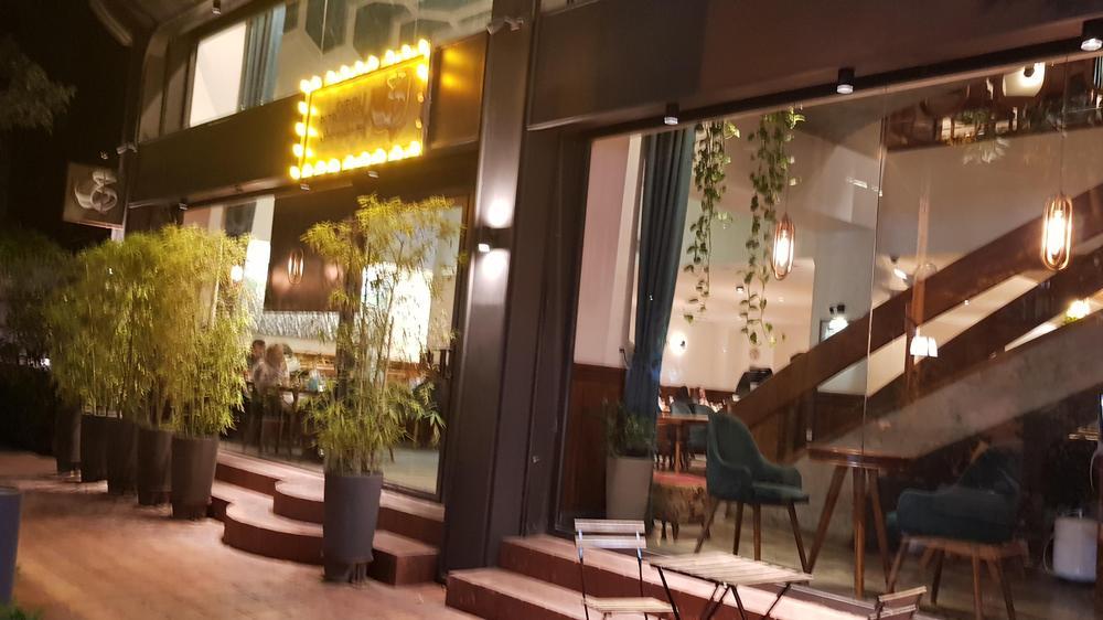 رستوران چنین